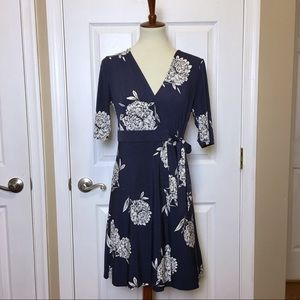 EUC VINCE CAMUTO Wedgwood Blue Floral Wrap Dress 6